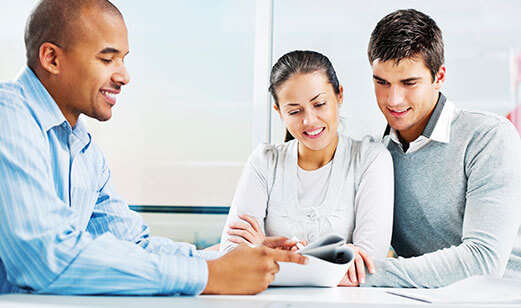 couple-meeting-with-insurance-agent521x308